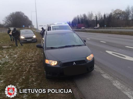 Netoli Kauno sulaikytas vyras, gabenęs du kilogramus kanapių