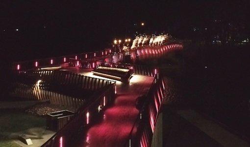 Kuršėnuose – įspūdinga Kalėdų eglės įžiebimo ceremonija ir ilgiausio pėščiųjų tilto atidarymas (VIDEO)