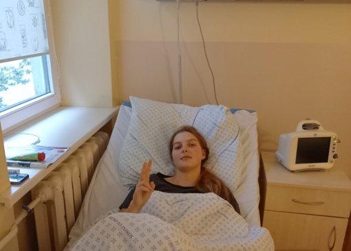 Septyniolikmetė Emilija dėl COVID-19 komplikacijų turėjo kovoti už gyvybę
