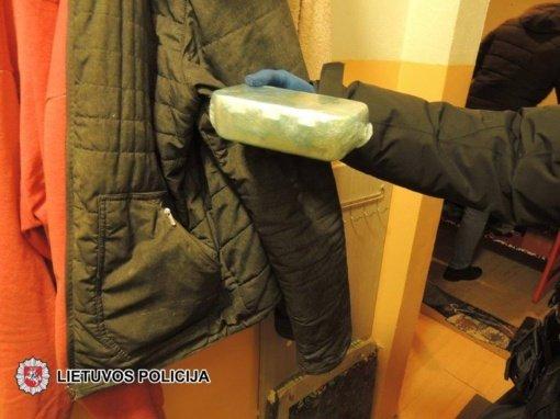 Policija Tauragės rajone sulaikė amfetamino gaminimu ir platinimu įtariamus vyrus