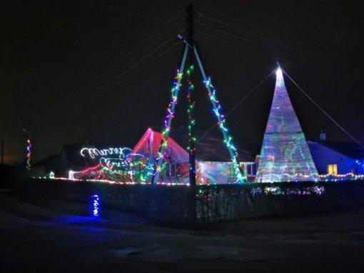 Šviesos instaliacijos Daukniūnuose įžiebė ir bendrystės dvasią