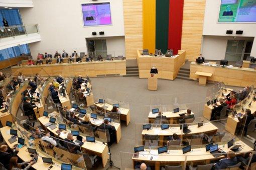 Valdantiesiems atsiprašius Seimo opozicija grįžo į posėdžių salę