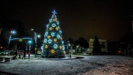 Įžiebta Šilutės miesto kalėdinė eglė