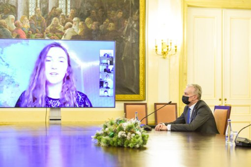 Prezidentas padėkojo tarptautinių olimpiadų ir konkursų laimėtojams už Lietuvos garsinimą