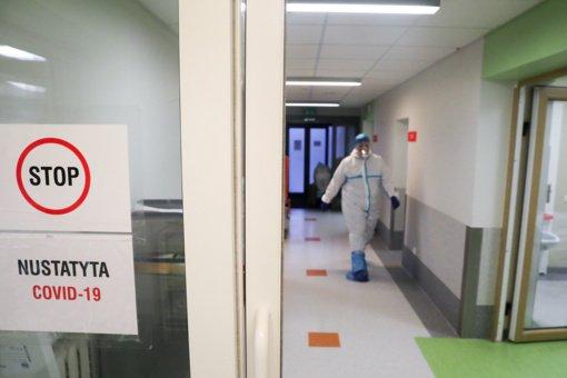 COVID-19 Lietuvoje tebeserga beveik 3,8 tūkst. sveikatos priežiūros specialistų