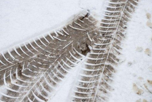 Eismo sąlygas sunkina snygis ir pustymas