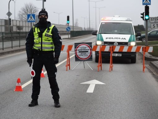 Praėjusią savaitę dėl karantino pažeidimų policija nubaudė per 1,5 tūkst. žmonių