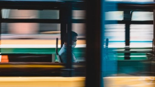 """""""Laisvės"""" grimasos: benamis sumušė autobuso vairuotoją, paprašiusį užsidėti kaukę"""