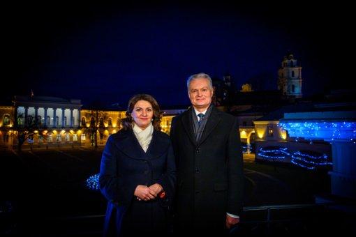 Laimingų Naujųjų metų linki prezidentas G. Nausėda ir ponia D. Nausėdienė
