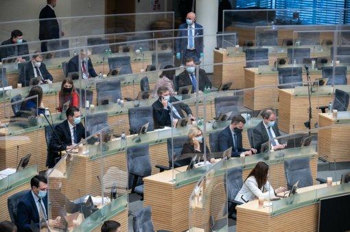 Seime vėl atidėtas KT teisėjų paskyrimo klausimas: opozicija kaltina valdančiuosius, kad šie nesilaiko Konstitucijos