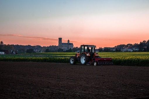 Mechanikas nuteistas už ūkininko traktoriaus pasisavinimą