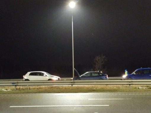 Kaune susidūrus penkiems automobiliams nukentėjo trys žmonės