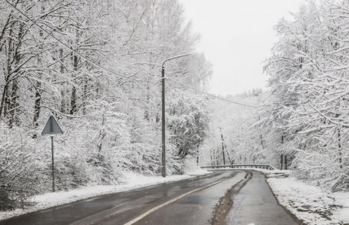 Kelininkai: naktį eismo sąlygas sunkins stiprus vėjas ir snygis