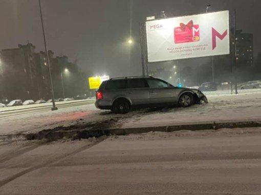 Kaune dėl sudėtingų eismo sąlygų neišvengta avarijų