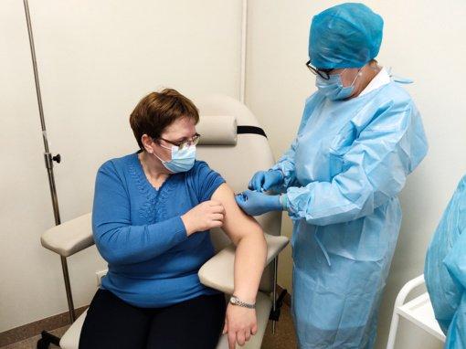 Paskiepyti pirmieji Šiaulių rajono medikai, vakcinacija pradėta ir socialinės globos įstaigose