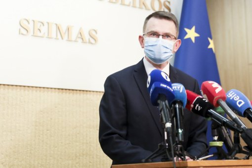 A. Dulkį kviečia į posėdį: ministras aiškinsis dėl neskaidrių COVID-19 skiepijimo atvejų