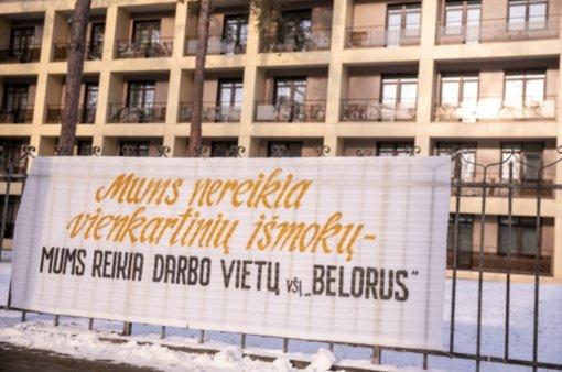 """Darbą paliekantiems """"Belorus"""" darbuotojams – vienkartinės išmokos"""