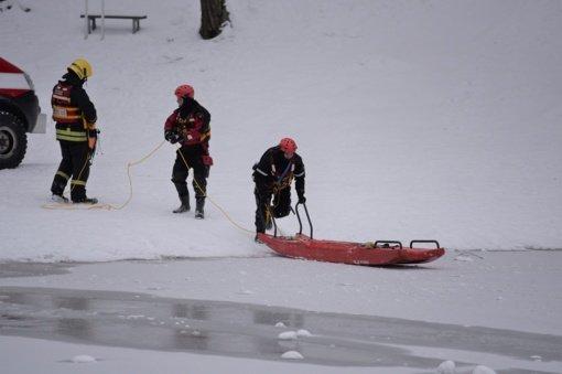 Ugniagesiai išgelbėjo tvenkinyje Tauragės rajone skendusį vyrą