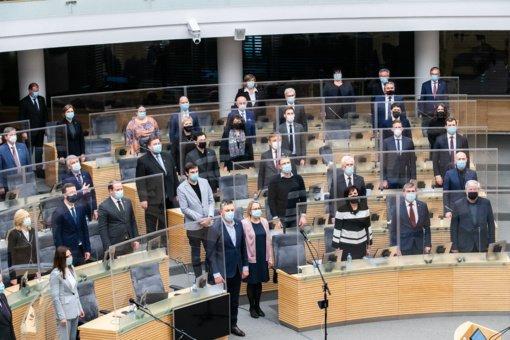 Sugiedoję Lietuvos Respublikos himną, parlamentarai užbaigė sesiją
