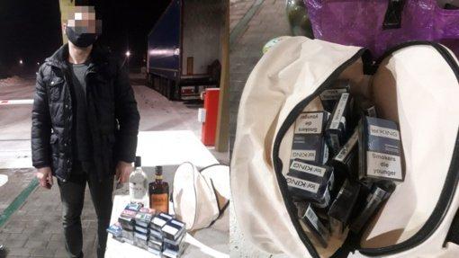 Baltarusis kontrabandą bandė užmaskuoti stiklainiais su agurkais