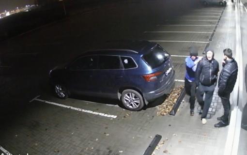 Kauno policija aiškinasi, kas apgadino BMW automobilį