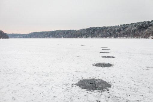 Kelininkai įspėja: keliuose yra slidžių ruožų, Radviliškio ir Šilalės rajonuose eismo sąlygas sunkina rūkas