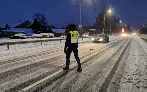 """Gegužinės kaime užfiksuotas gerokai greitį viršijęs """"Volvo"""" vairuotojas"""