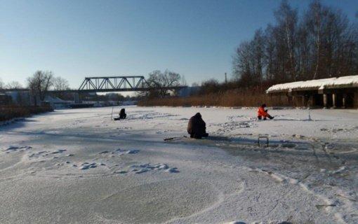 Klaipėdos policijos pareigūnai tikrino, ar saugiai žvejojama ant užšalusių vandens telkinių