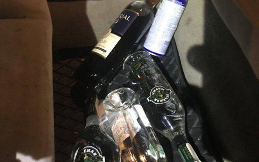 """Vilniaus policija demaskavo nelegaliai """"Facebook"""" alkoholio įsigyti siūliusius asmenis (vaizdo įrašas)"""