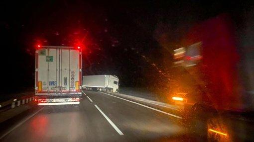 Kalvarijos savivaldybėje susidūrė du vilkikai, uždarytas eismas kelyje Marijampolė-Suvalkai