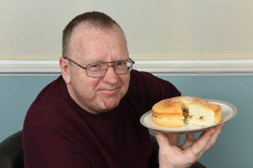 Apgirtęs nuo gabalėlio  pyrago – vyro organizmas maistą verčia alkoholiu