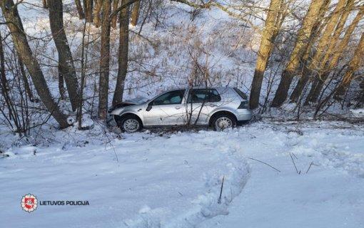 Lazdijų rajone nuo kelio nuvažiavo automobilis, nukentėjo 4-metis