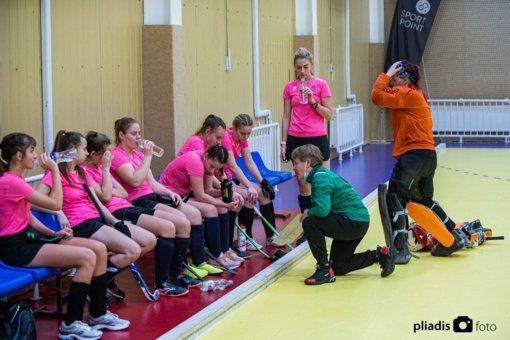 Šiauliuose startavo Lietuvos moterų uždarų patalpų riedulio čempionatas