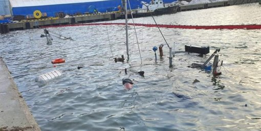 Klaipėdos uoste nuskendusią žemkasę tikimasi iškelti antradienį
