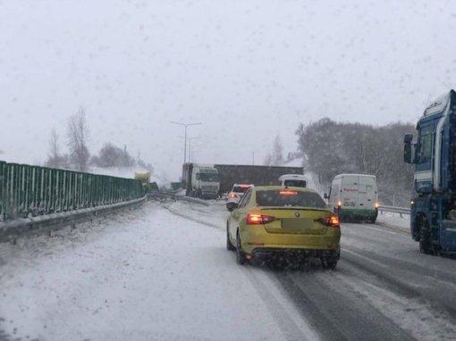 Vykstantiems į sostinę prireiks kantrybės: A1 kelias užblokuotas