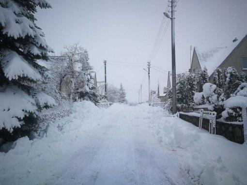 Kaišiadorių seniūnijose technika dirba nesustodama, tačiau ne visur spėjama laiku pašalinti sniegą