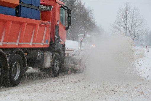 Suvalkijos kelius užklojo sniegas. Važiavimo sąlygos ekstremalios