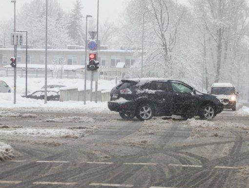 Savaitė šalies keliuose: sužeisti 32 žmonės, žuvo lengvojo automobilio vairuotojas