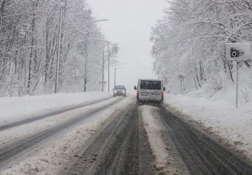 Eismo sąlygas dalyje Lietuvos sunkina plikledis, kai kur pusto