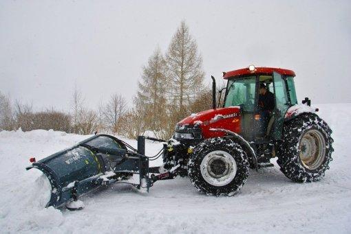 Trakų rajonas nebespėja vaduotis iš sniego: prašo ūkininkų pagalbos