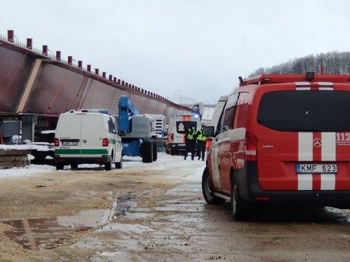 Nukritusi statomo tilto konstrukcija Kaune sužalojo penkis darbuotojus, vienas jų žuvo