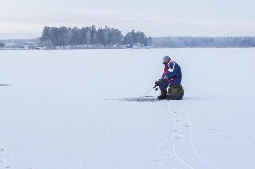 Pareigūnai išgelbėjo Paežerių ežere įlūžusį žvejį
