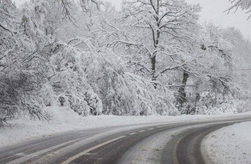 Naktį eismo sąlygas sunkins snygis ir pustymas