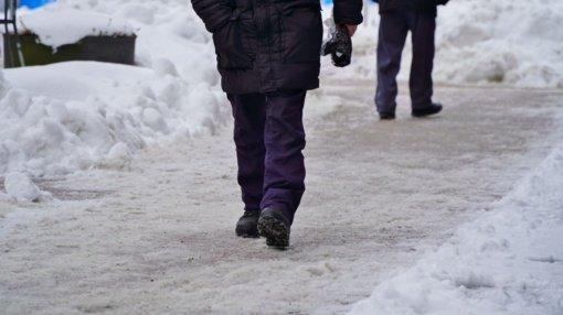 Šiauliečiai skundžiasi nevalytomis gatvėmis: jei gatvės nėra sąraše, teks palūkėti