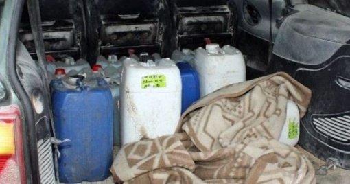 Darbingas pirmadienis: apgadinti automobiliai, rasta 100 litrų naminukės