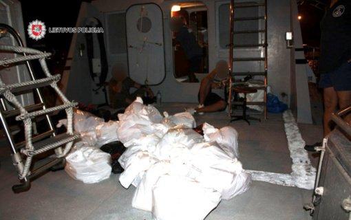 Tarptautinėje operacijoje sulaikyti narkotikų kontrabanda įtariami nusikalstamos grupuotės nariai