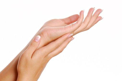 Opi žiemos problema: kaip prižiūrėti išsausėjusią rankų odą?