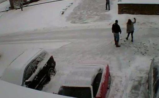 Amerikoje kaimynai išsišaudė dėl sniego kasimo