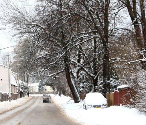 Sudėtingesnės eismo sąlygos išlieka šalies šiauriniuose rajonuose