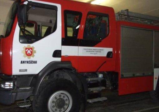 Anykščiuose rasta mirusi moteris, Kavarsko seniūnijoje užklimpo medikų automobilis